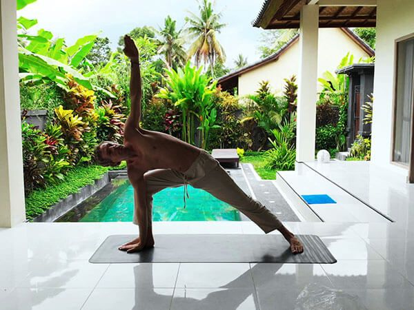 warrior-yoga-yoga pose-yoga online class-yoga class-hatha yoga-hatha-sivananda