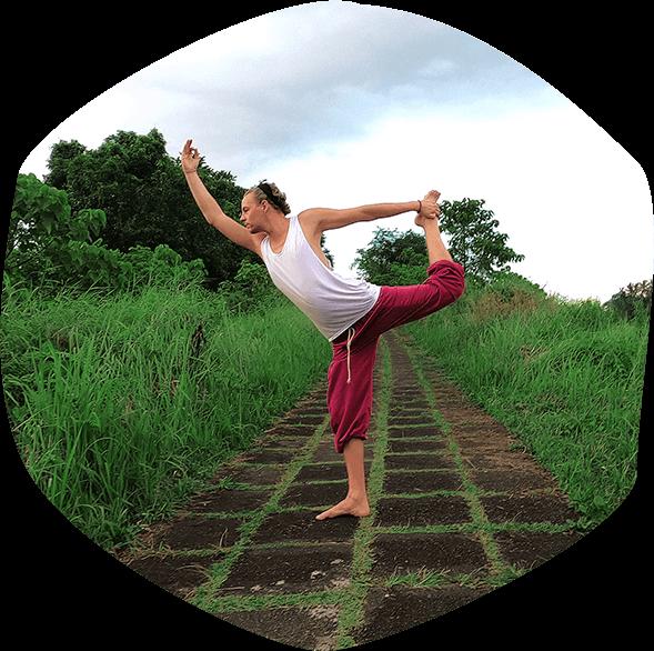 Simon Sureshwara-Meditationslehrer-Yogalehrer-Online Yogastunden- Online Yoga